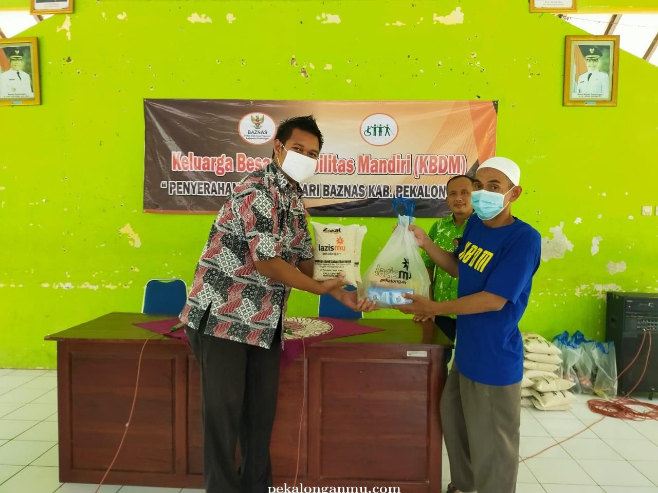 Lazismu Salurkan Kado Ramadhan untuk Penyandang Disabilitas Se-Kab. Pekalongan