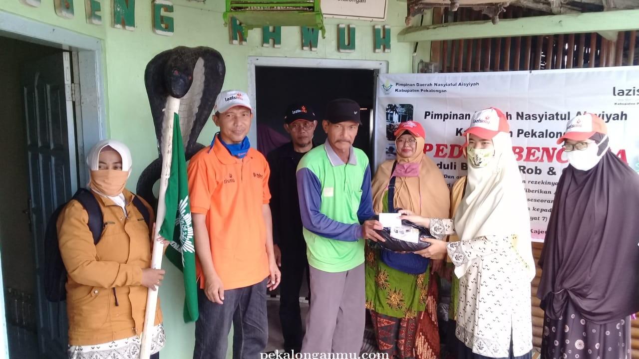 Nasyiyatul Aisyiyah Kabupaten Pekalongan Bantu Korban Banjir Rob di Dukuh Terisolir